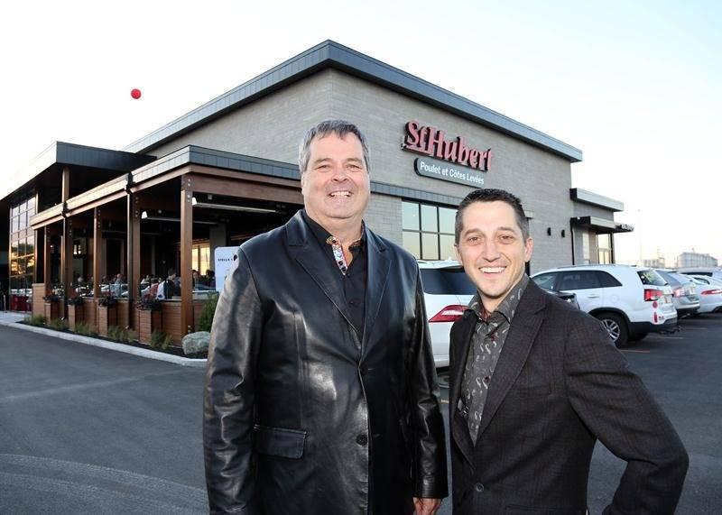 Steve Deslauriers et Bernard Labbé ne sont pas peu fiers de leur nouvelle rôtisserie St-Hubert