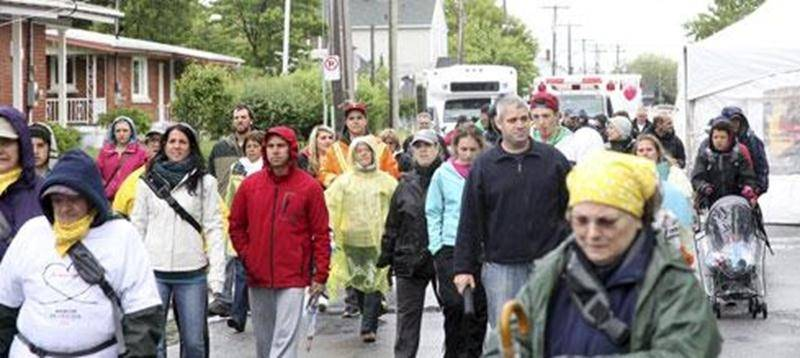Le dimanche 26 mai, jeunes et moins jeunes se sont réunis simultanément aux quatre coins du Québec pour participer à la 19 eMarche de l'espoir au profit de la Société canadienne de la sclérose en plaques. Grâce à leurs efforts, ce sont plus de 1287 000 $ qui ont été amassés dans 22 régions du Québec. À Saint-Hyacinthe, le départ de la Marche a été donné à 10 h du Centre communautaire La Providence malgré une température peu clémente. Pour une septième année consécutive, l'animateur Sébastien