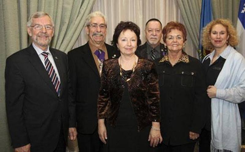 Le maire Claude Bernier et le comité organisateur de la collecte de sang du maire.