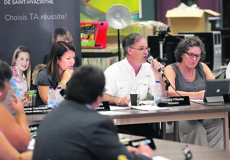 Les commissaires scolaires ont jusqu'au 16 septembre pour déterminer quelle école s'installera dans les locaux du Séminaire, une décision difficile puisque les groupes concernés préconisent tous une issue différente.  Photo Robert Gosselin | Le Courrier ©
