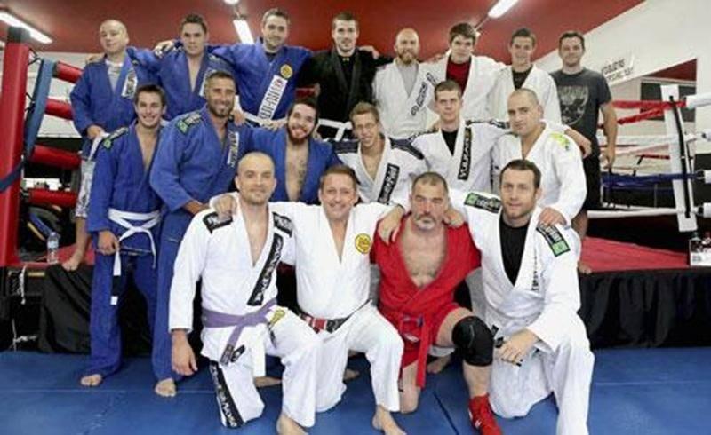 Une vingtaine d'adeptes des arts martiaux ont participé au séminaire de combat organisé chez GymXtra au profit de la Maison des Jeunes de Saint-Hyacinthe.