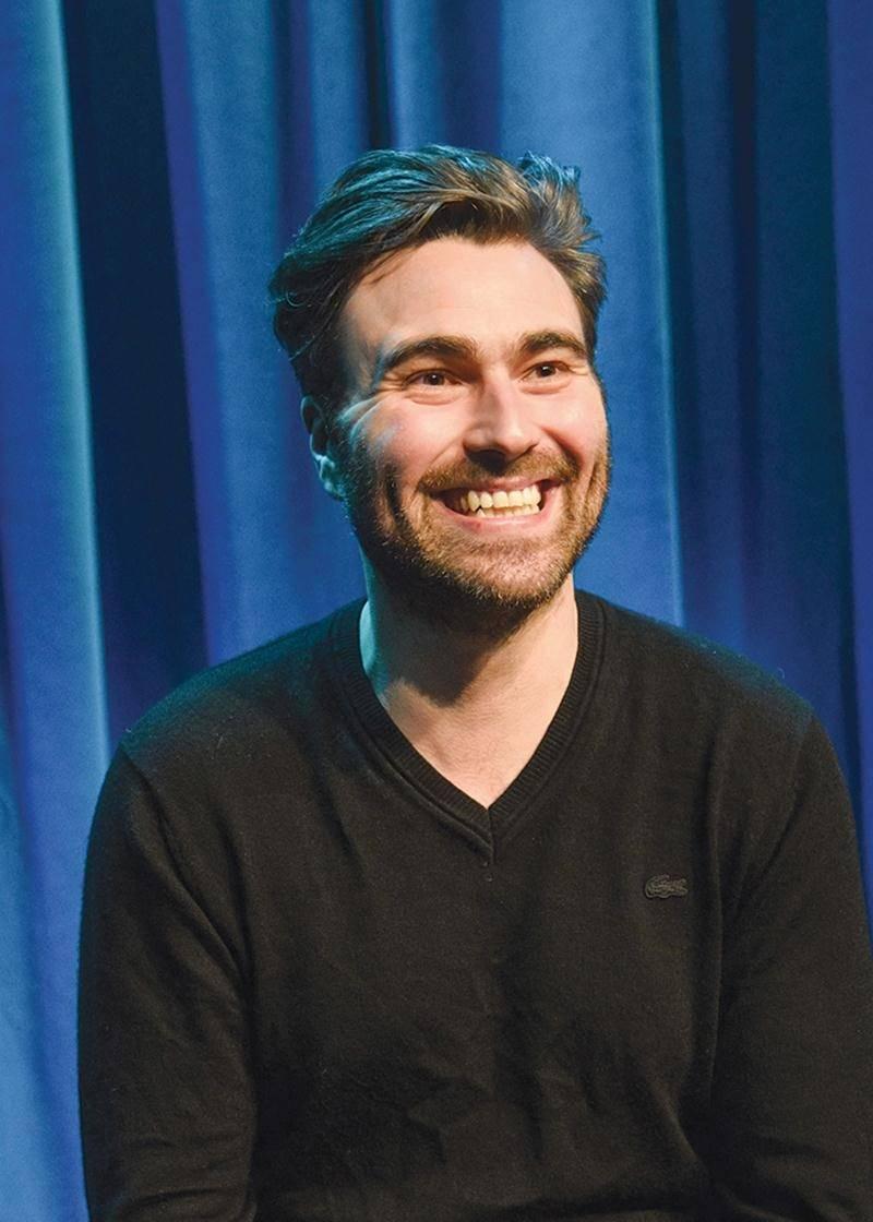 « Je veux que les gens qui me reconnaissent, ce soit parce qu'ils m'ont vu sur une scène », affirme l'humoriste Simon Gouache.