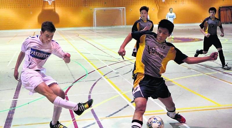 L'équipe de l'ESSJ en classe cadet masculin sera l'une des deux représentantes maskoutaines au championnat provincial scolaire de soccer intérieur. Photo Robert Gosselin | Le Courrier ©