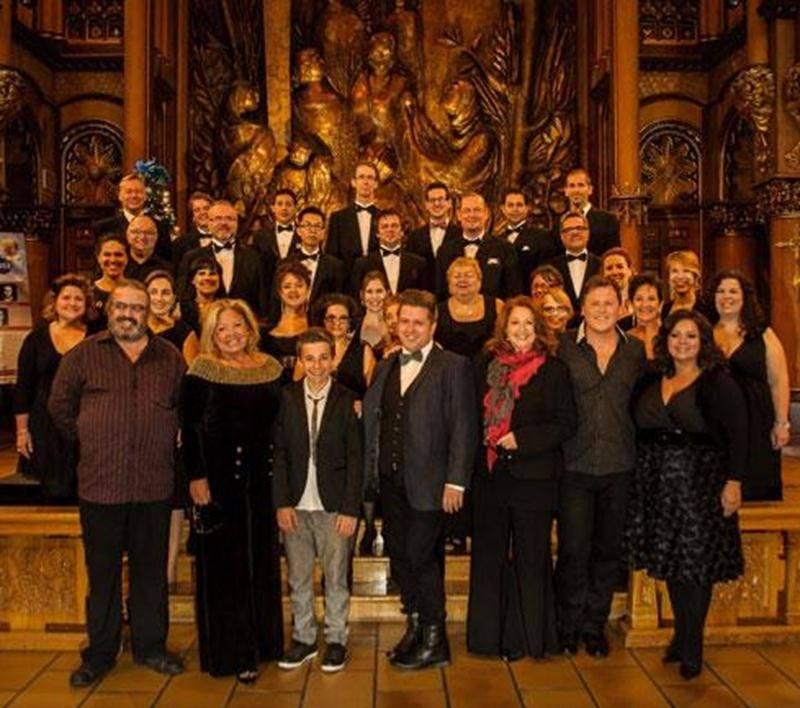 La distribution des <em>Stars chantent Noël</em> composée de Nadja, Laurence Jalbert, Maxime Landry, Michèle Richard, Yves Lambert, Étienne Cousineau ainsi que Tom-Éliot Girard.
