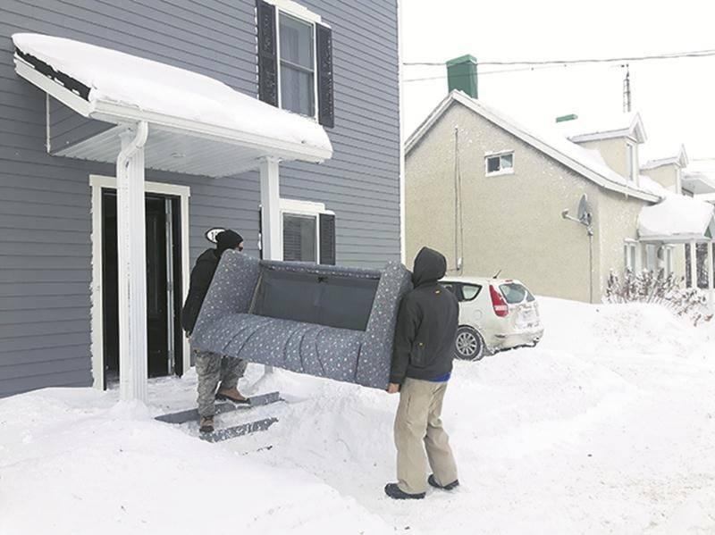 Selon Manuel Philibert-Dubois, déménager en hiver n'est pas plus compliqué que de le faire en été, au contraire! La qualité du travail d'équipe y est pour beaucoup.   Photo Annie Blanchette