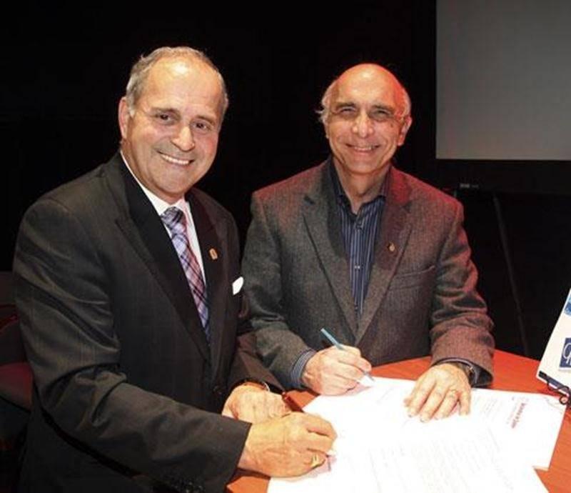 Louis-Philippe Grenier, président de Loisir et Sport Montérégie et Arthur Fauteux, président de la CRÉ Montérégie Est, s'unissent pour le développement des loisirs publics établi par un plan d'action.