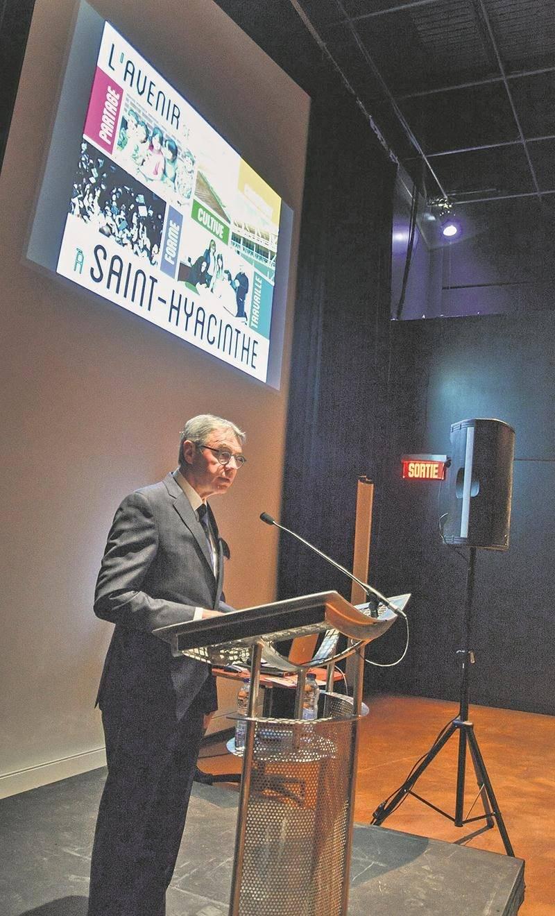 Le maire Claude Corbeil a donné plus de détails sur les mesures incitatives que la Ville compte mettre en place pour attirer de nouveaux résidents dans les prochaines années.   Photo François Larivière | Le Courrier ©