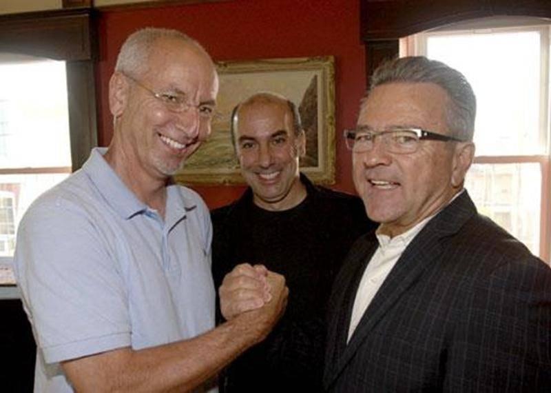 Pierre Rhéaume, président d'honneur de l'activité repas; François Lortie, président de l'organisme; Robert Robin, président d'honneur du Vins et fromages.