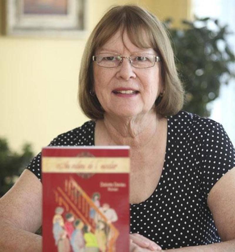 Ex-enseignante dans la région de Saint-Hyacinthe, Dolorès Daviau a publié son 3 e roman, <em>Au milieu de l'escalier</em>. Adepte d'intrigue policière, c'est la première fois que cette auteure s'applique à la rédaction d'un polar. L'illustration sur la page couverture a été réalisée par Louise Croisetière, ex-enseignante à Saint-Hyacinthe. Le livre est disponible via l'auteure en contactant le 450 773-4687 ou en écrivant à l'adresse courriel daviaudolores@hotmail.com.