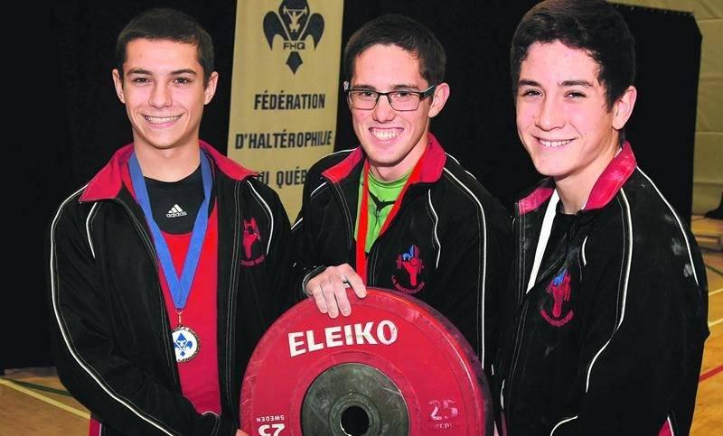 Matt Darsigny, Kevin Rivard et Maxime Desjourdy ont réalisé le triplé chez les 56 kg. Photo François Larivière   Le Courrier ©
