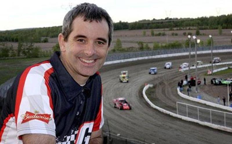 Le Courrier de Saint-Hyacinthe a lancé la saison de course automobile à l'Autodrome de Granby en présentant la soirée d'ouverture le 17 mai. Le pilote maskoutain, Steve Bernier, a remporté la première épreuve disputée cette saison en classe sportsman. Sa voiture # 25 s'est faufilée dans le virage numéro deux pour prendre les commandes de la course dans le dernier tour. Bernier a remporté les deux derniers championnats en classe sportman à l'Autodrome de Granby, soit en 2011 et 2012. Sur la photo