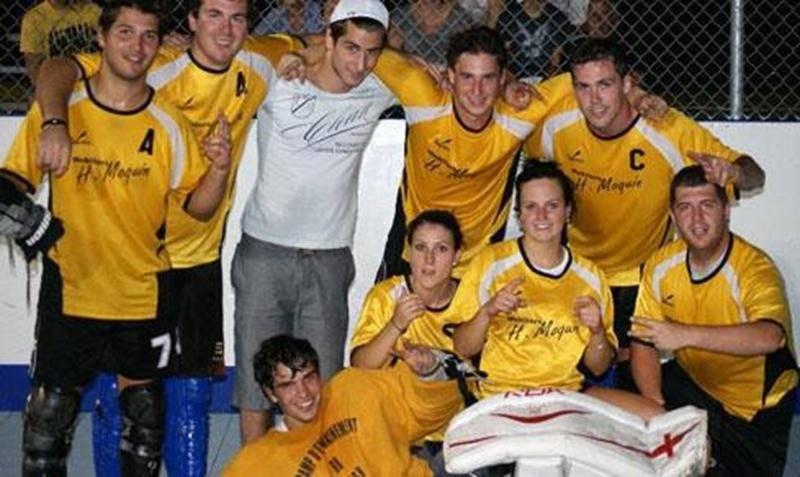 L'équipe de dek hockey mixte Mobiliers H. Moquin a conclu une excellente saison estivale avec trois participations à des finales, dont deux se sont soldées par des victoires, à Laval et à Saint-Hyacinthe. L'équipe dirigée par Jean-Louis Lacasse a également été parmi les équipes de tête en classe B durant toute la saison, dans la ligue de dek hockey maskoutaine.