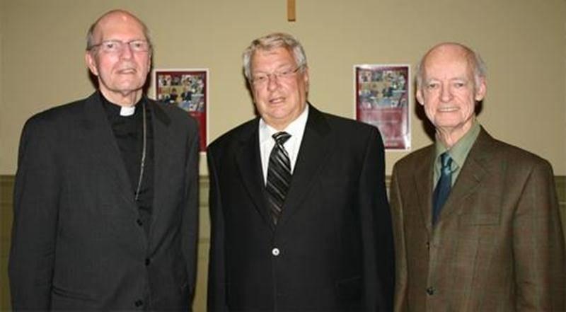 La Fondation du diocèse de Saint-Hyacinthe tente de ramasser 300000$ cette année. Sur la photo, de gauche à droite, l'évêque Mgr François Lapierre, le président d'honneur de la campagne2011, Claude Saint-Germain, et le directeur général de la fondation, Jacques Bilodeau.