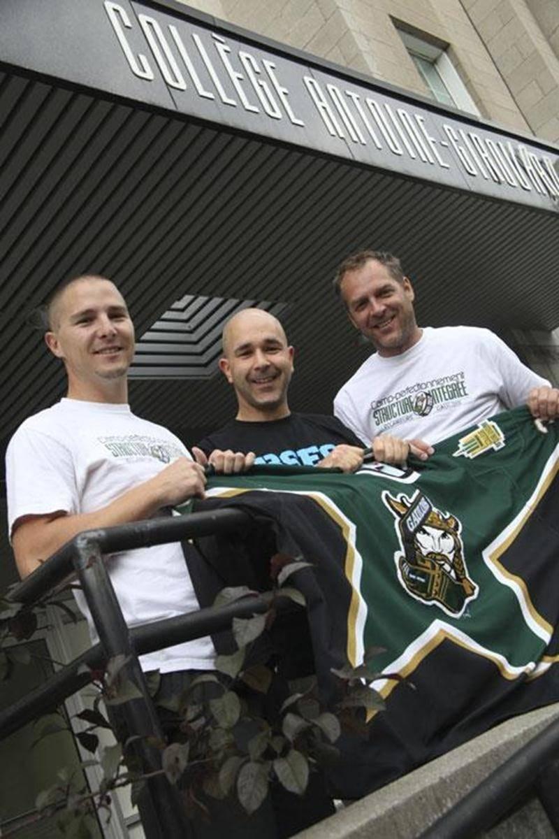 Benoit Lamothe-Michaud, entraîneur, Benoit Lussier, responsable du sport étudiant, et Simon Desautels, responsable du progamme hockey.
