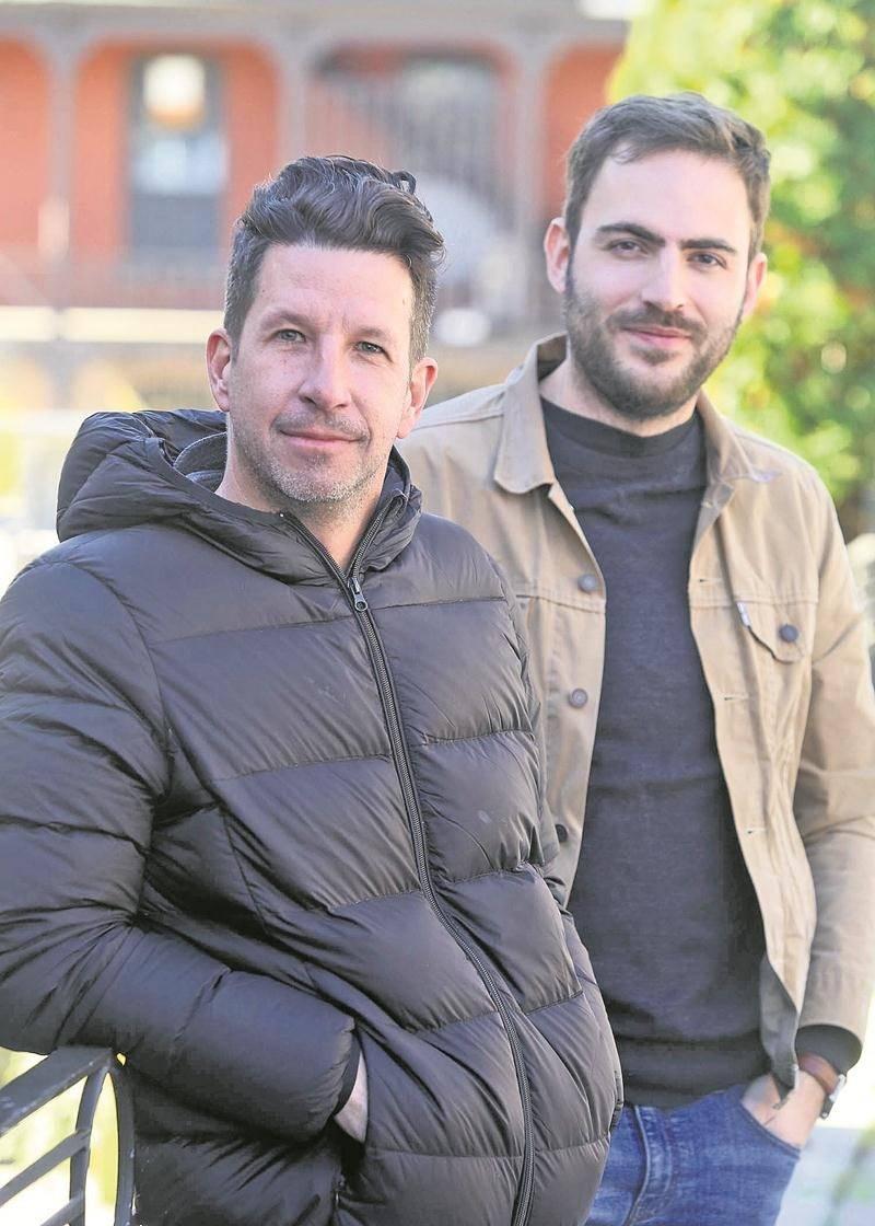 Les deux réalisateurs, Martin Fournier et Pier-Luc Latulippe, sont revenus récemment du Festival international des films de Saint-Petersbourg où Manoir était en compétition.  Photo Robert Gosselin | Le Courrier