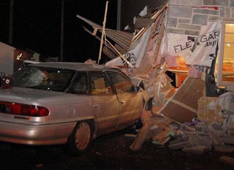 Une automobiliste en état d'ébriété a complètement détruit une chambre d'enfant lorsque sa voiture a frappé un édifice à condos de la rue des Seigneurs Ouest.