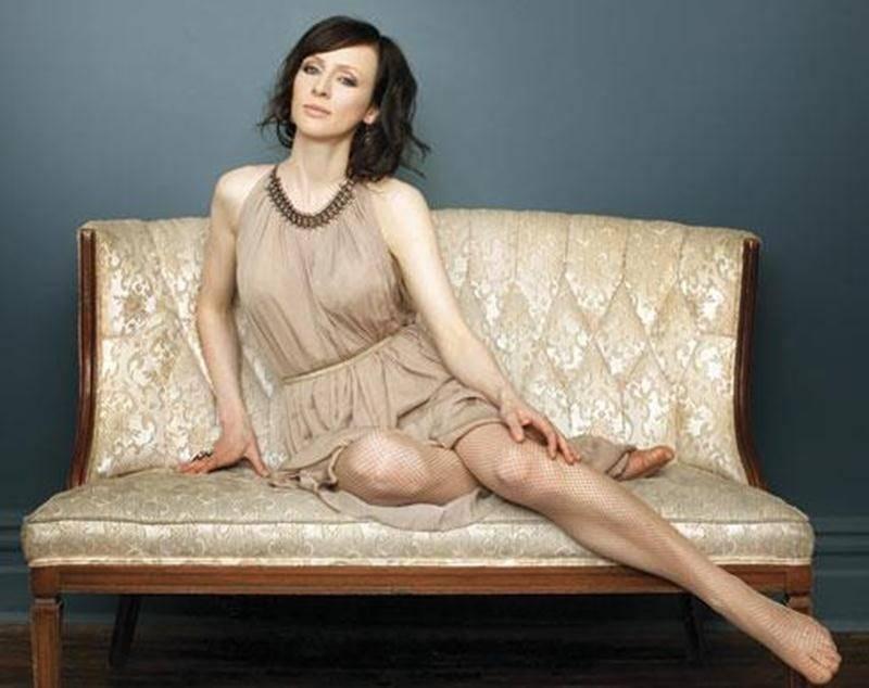 Sarah Slean ne fait pas seulement carrière dans la musique, puisque parallèlement à sa carrère, elle s'adonne à la peinture, la poésie et elle fait même quelques apparitions au cinéma et au théâtre à l'occasion.