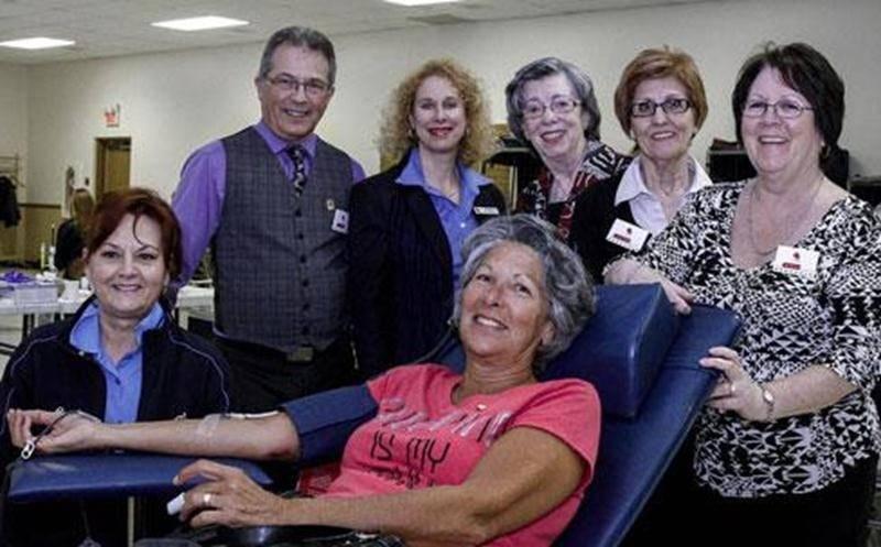 Le comité organisateur de la collecte de sang tenue le 7 avril au Centre communautaire Aquinois est très heureux des résultats obtenus. L'objectif de 125 dons a été dépassé pour atteindre 142 dons en cette journée électorale. Sur la photo on aperçoit, de gauche à droite, Linda Guillemette, technicienne Héma Québec; Pierre Bernard, coordonateur de la collecte de sang; Josée Charbonneau, conseillère Héma Québec; Suzanne Dumaine, responsable des bénévoles; Carmen Cloutier et Suzan Yvon toutes deux