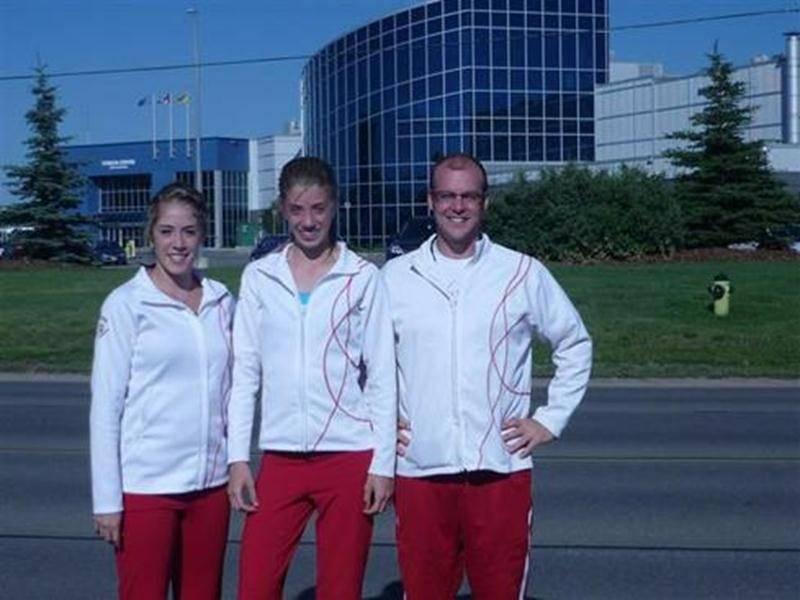 Mélanie et Amélie Pietroniro-Savoie, du Club Gymnaska-Voltigeurs, ont pris part à la Canada Cup, qui avait lieu en Alberta du 28 au 30 juillet. Elles étaient accompagnées par leur entraîneur, Sébastien Rajotte. Évoluant avec sa partenaire Karine Dufour, Mélanie a récolté le bronze en trampoline synchronisé. Au trampoline individuel, elle a pris le 8<sup>e</sup> rang sur 20 athlètes lors des préliminaires et le 7<sup>e</sup> après les finales. Il ne manquait que 0,055 point à son excellente routi