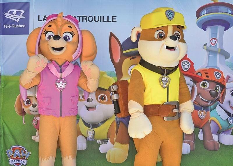 Pour une seconde année consécutive, les mascottes de la populaire série d'animation pour enfants, la Pat'Patrouille, ont été les vedettes de la journée Télé-Québec. Cette année, Stella et Ruben se sont prêtés aux séances photo. Photo François Larivière | Le Courrier ©
