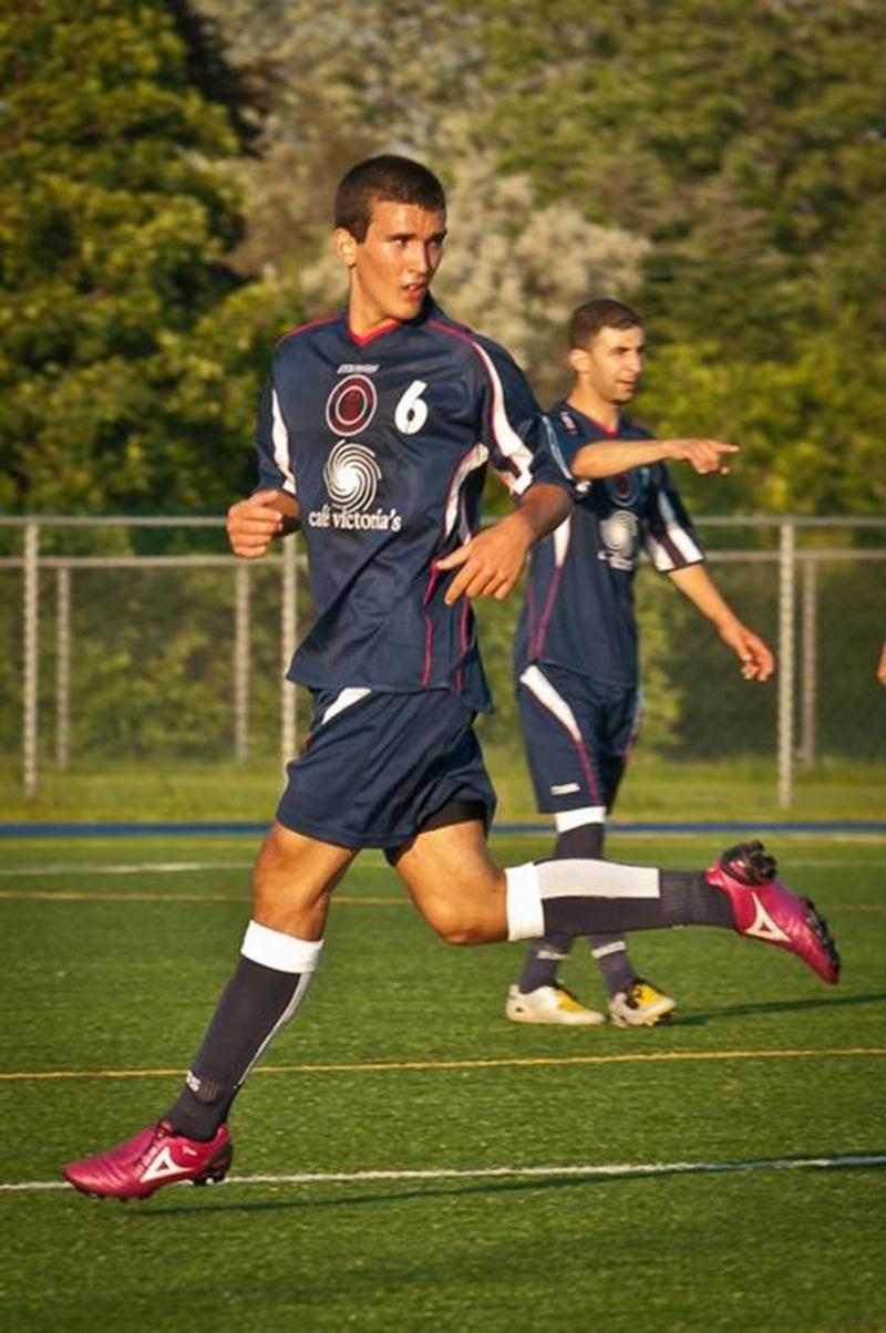 Joé Lachambre s'aligne cet été avec la puissante équipe du Corfinium de Saint-Léonard dans la ligue senior AAA de première division.