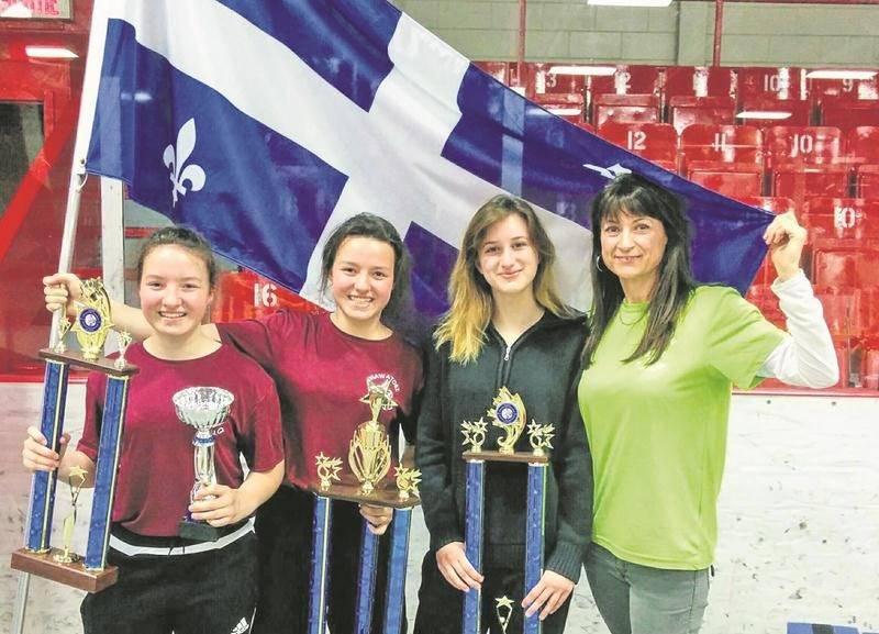 Fières représentantes du CSNU, Alyssia Scott, Annabelle Scott et Marilou Cournoyer ont dominé le Championnat canadien de nawatobi à Acton Vale. Elles posent ici avec l'entraîneur Pierrette Cournoyer. Photo Courtoisie