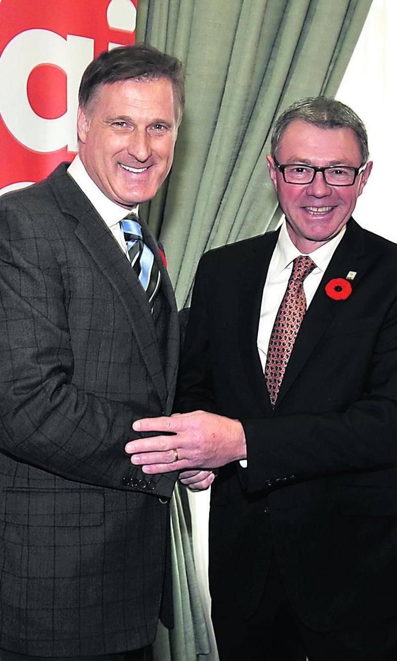Le ministre fédéral Maxime Bernier en compagnie du maire Claude Corbeil à l'hôtel de ville de Saint-Hyacinthe.  Photo François Larivière | Le Courrier ©