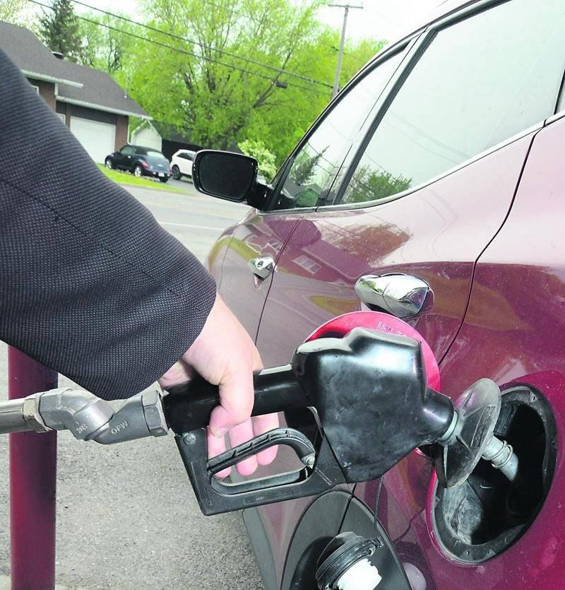 Les cartels de l'essence auraient fait grimper les prix à la pompe à Saint-Hyacinthe et dans 25 autres villes du Québec.  Photo François Larivière   Le Courrier ©