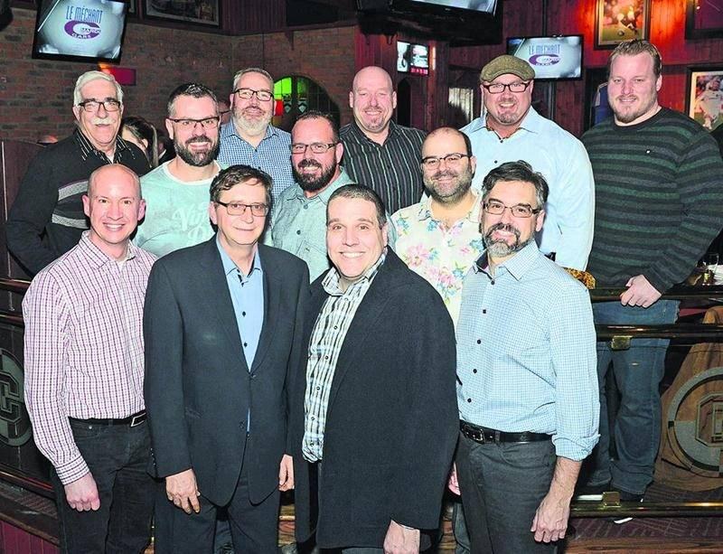 À la table du président d'honneur Martin Bourassa, on a pu apercevoir l'homme fort Mike Sanders aux côtés de Luc Brodeur Jourdain, des Alouettes de Montréal (en haut à l'extrême droite), l'humoriste Laurent Paquin (au centre à droite), le conférencier 2016 André Cournoyer (au centre à l'avant) à la droite du rédacteur en chef et éditorialiste du COURRIER. Photo François Larivière | Le Courrier ©