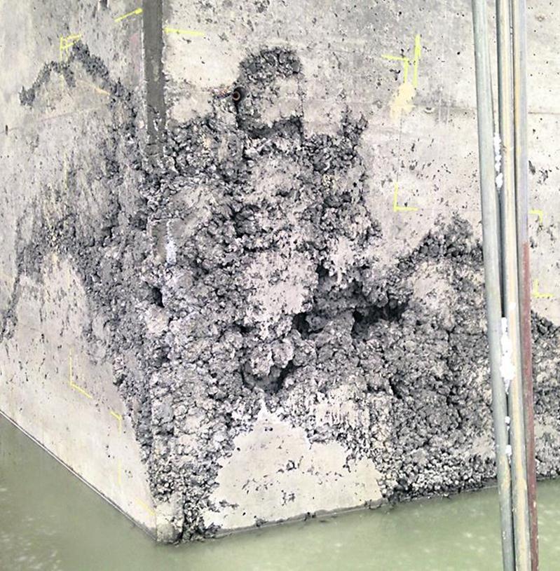 Le conseiller municipal Martin Bazinet a pris quelques photos qui laissent planer un doute quant à la qualité du travail qui a été réalisé au pont enjambant le ruisseau Rouge, dans le rang Salvail Sud, à La Présentation. Photo Courtoisie de Martin Bazinet