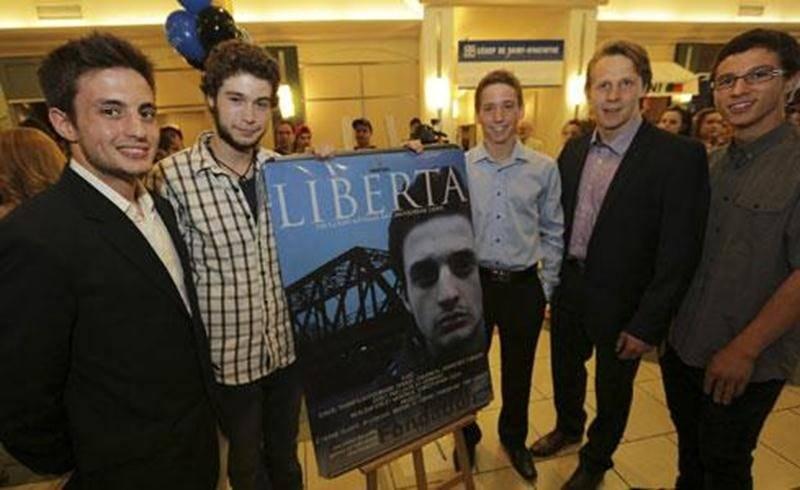 De gauche à droite : David Thompson-Fournier, comédien; Louis St-Germain, scénariste; Christopher Leduc, producteur et réalisateur; Samuel Gaudreault et Sébastien Turgeon, comédiens.