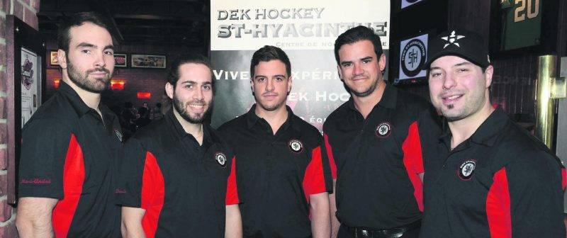 La nouvelle équipe de Dek Hockey Saint-Hyacinthe : Marc-André Bourdon, David Pelletier, Étienne Archambault, Jules Lallier et Simon Laliberté.Photo François Larivière   Le Courrier ©