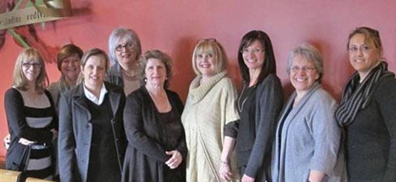 Sur la photo, de gauche à droite, Éliette Jenneau, Dominique Ouellet, Lucie Bisson (présidente), Denise Loiselle, Rosette Côté, Jocelyne G. Deswarte, Louise Arpin, Brigitte Sansoucy et Elena Sanchez.