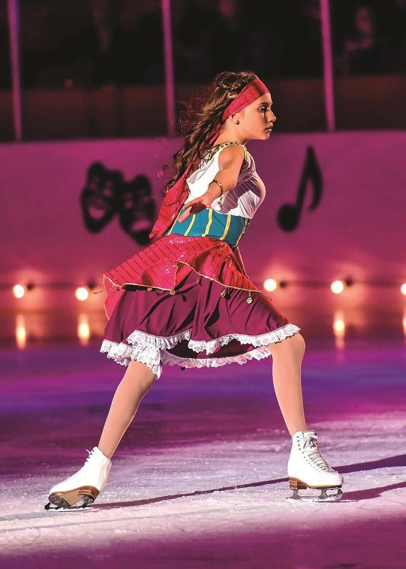 On peut admirer toute la grâce de cette patineuse.