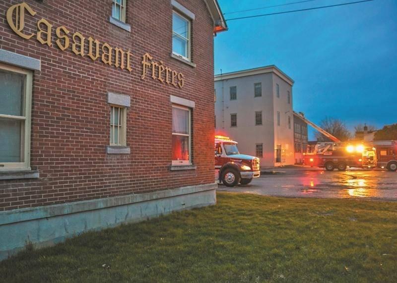 Un incendie s'est déclaré dans un local de peinture de Casavant Frères, mardi soir. Les flammes ont été maîtrisées avant de causer d'importants dommages. Photo François Larivière | Le Courrier ©
