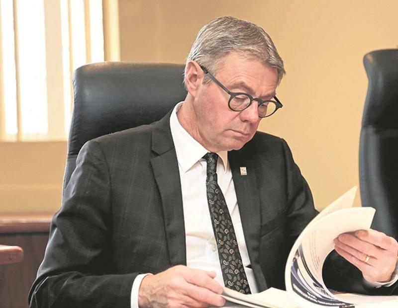 Le maire Claude Corbeil n'est pas chaud à l'idée de créer un parc industriel régional.   Photo Robert Gosselin   Le Courrier ©
