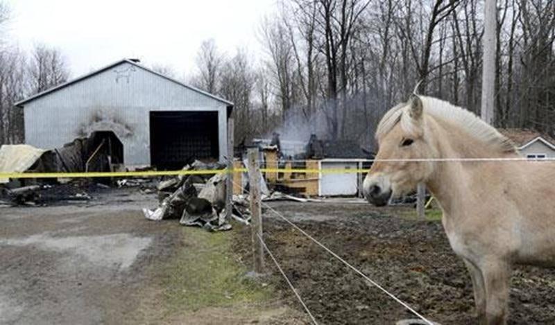 Un incendie a complètement ravagé l'Écurie l'Escapade aux limites de Saint-Barnabé-Sud et Saint-Hyacinthe.
