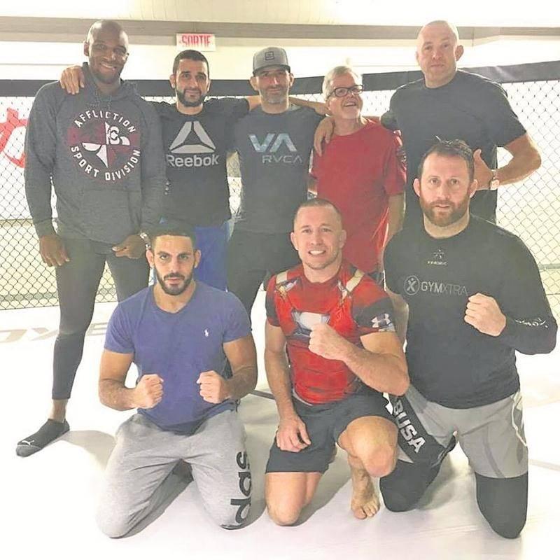 Francis Charbonneau (au bas, à droite) s'est entraîné avec Georges St-Pierre à plusieurs reprises en octobre en prévision du retour à la compétition de l'ancien champion de l'UFC. Photo Facebook