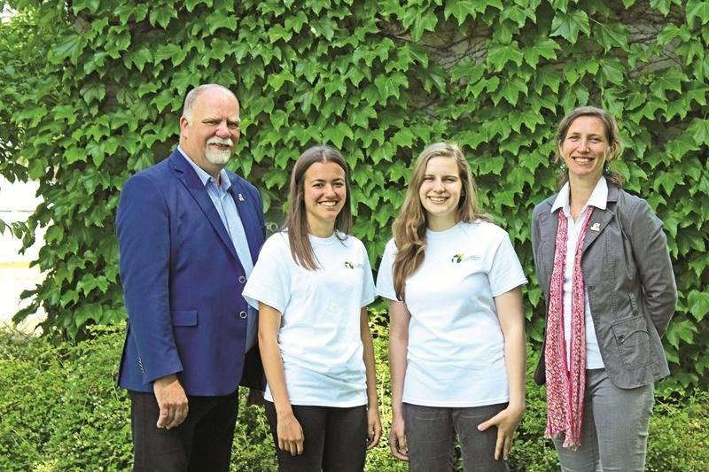 L'Équipe verte 2017 est composée de Sarah Richer-Lussier et Évelyne Lestage qui travaillent sous la supervision d'Amélie Roy, chargée de projet au développement des programmes environnementaux de la Régie. Elles sont en compagnie de Réjean Pion, directeur général de la Régie intermunicipale d'Acton et des Maskoutains.