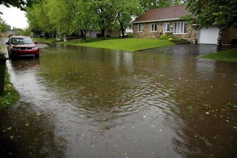 Les rues d'un secteur de Saint-Hyacinthe chevauchant les districts Douville et Hertel-Notre-Dame sont fréquemment affectées par des inondations et des refoulements d'égouts.