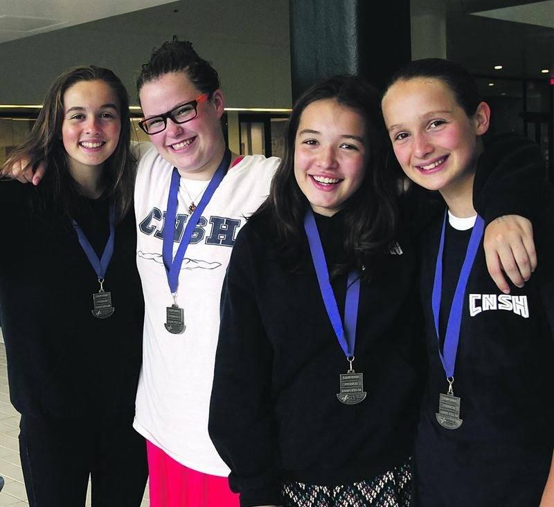 Le CNSH a remporté 16 médailles au championnat provincial AA, dont au 200 m quatre nages par équipe chez les filles de 13-14 ans. Photo Robert Gosselin   Le Courrier ©