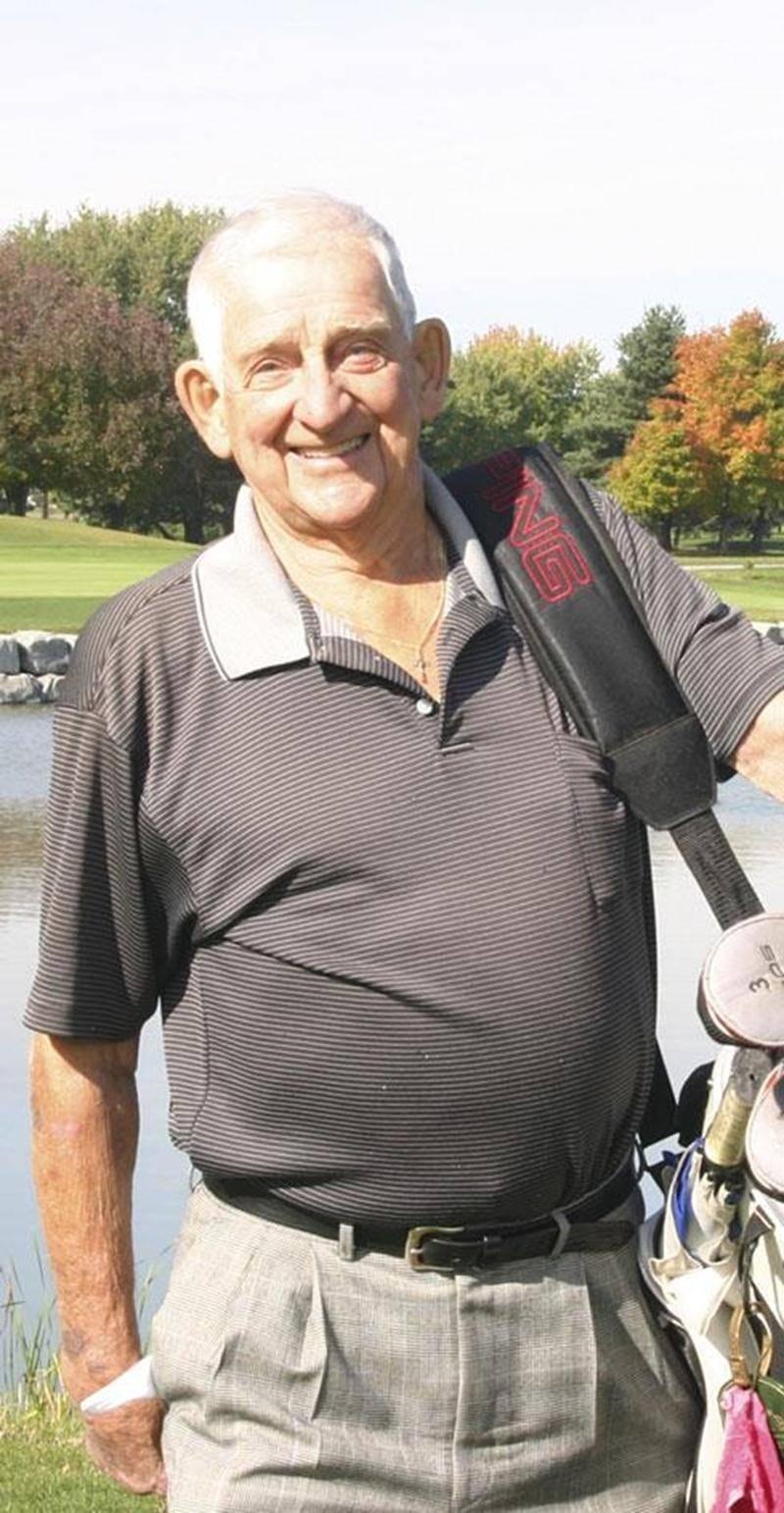 Malgré ses 90 ans, le Maskoutain Viateur Dubé frappe toujours avec autant d'aisance la petite balle blanche.