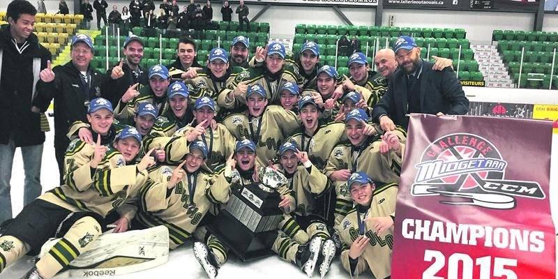 Les Gaulois ont défait l'Intrépide de Gatineau 5 à 4 en finale pour remporter le Challenge CCM. Photo Facebook Ligue midget hockey midget AAA