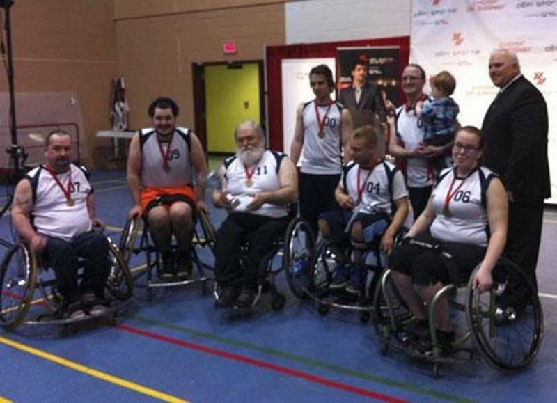 Les Kamikazes de Saint-Hyacinthe, équipe de football en fauteuil roulant, ont remporté l'or dans la division 3 au Défi sportif tenu à Montréal à la fin avril. En cinq parties, l'équipe n'a jamais connu la défaite, battant au passage une formation ontarienne en demi-finale et le Civa de Montréal en finale. Les Kamikazes évoluent dans la ligue AA de basketball de Parasports Québec. Le Défi sportif regroupe plus de 5 200 athlètes handicapés dans 14 sports.