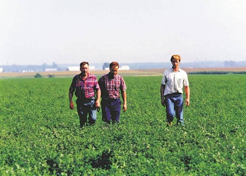 Hermel Giard aimait profondément la terre comme en témoigne cette photo en compagnie de ses fils Simon et Bruno.
