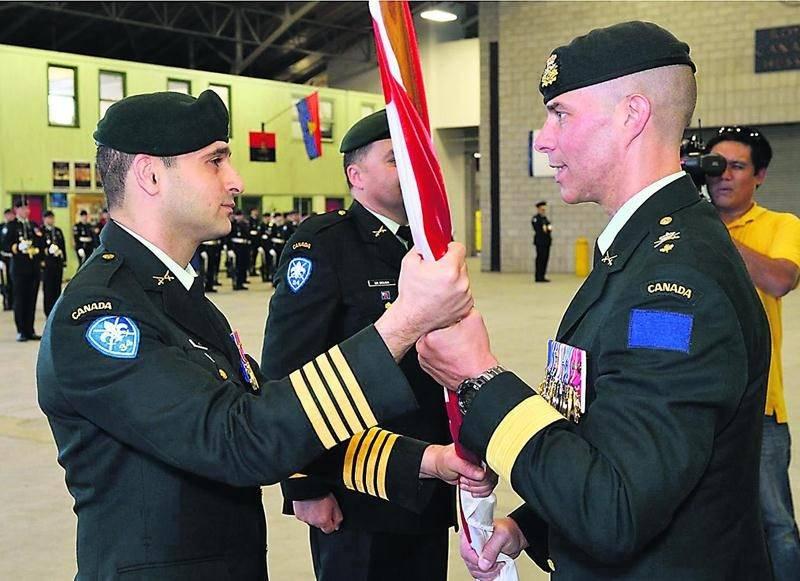 Le 7 juin, le brigadier général Jean-Marc Lanthier (à droite), ancien commandant de la 2e Division du Canada a remis le drapeau du 34e Groupe-brigade du Canada au colonel Dan Chafaï en symbole de prise de commandement.