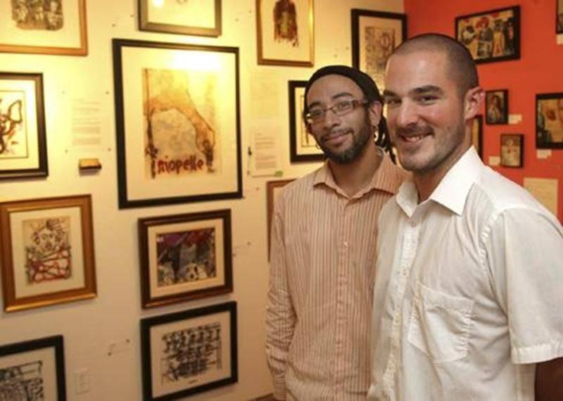 Victor Varacalli, propriétaire de l'Atelier, et Simon Roy, marchand d'art, devant quelques-unes des seize lithographies de Jean-Paul Riopelle dont une qui est mise à l'encan depuis le 1<sup>er</sup> septembre.