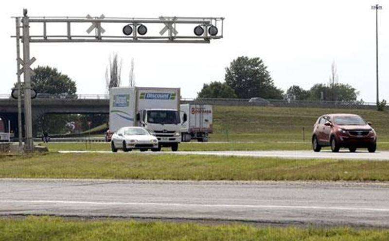 Le MTQ devrait défrayer 67 M$, au lieu de 80 ou 100 M$, pour éliminer le passage à niveau au croisement de l'autoroute 20, selon le député Pelletier.