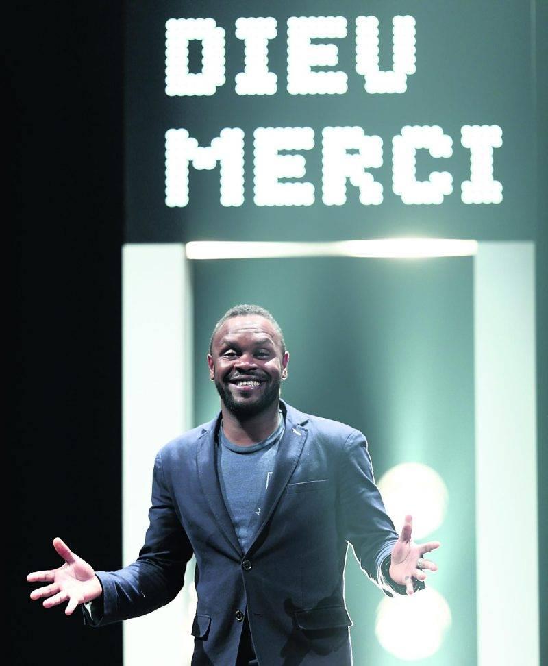Pierre-Yves Lord a repris le flambeau de l'animation du spectacle Dieu Merci! Enfin la tournée depuis le commencement de la tournée cet automne.
