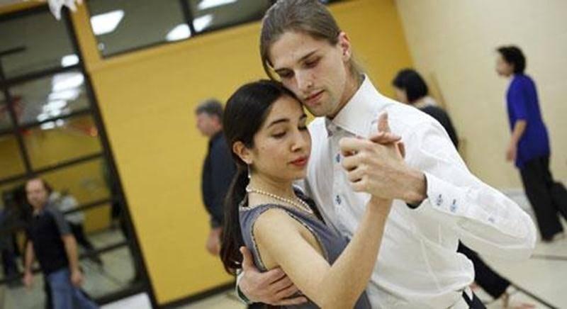 Marina Mauri et Jean-Philippe Dupéré offrent aux Maskoutains de s'initier au tango argentin, une danse ouverte et sensuelle où la créativité est toujours présente.